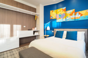 Room G Suite – bed details and closet
