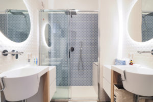 Room G Suite – private bathroom, very large shower box