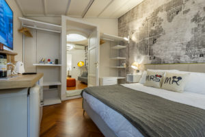 Room S Junior Suite with Bathroom and Private Balcony – View on living area