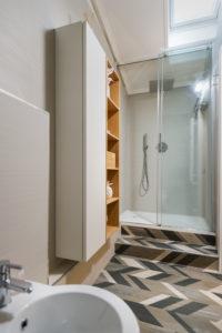 Room S Junior Suite, shower box details