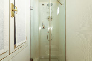 Moscova 29 – 1 bedroom apartment. Shower box details