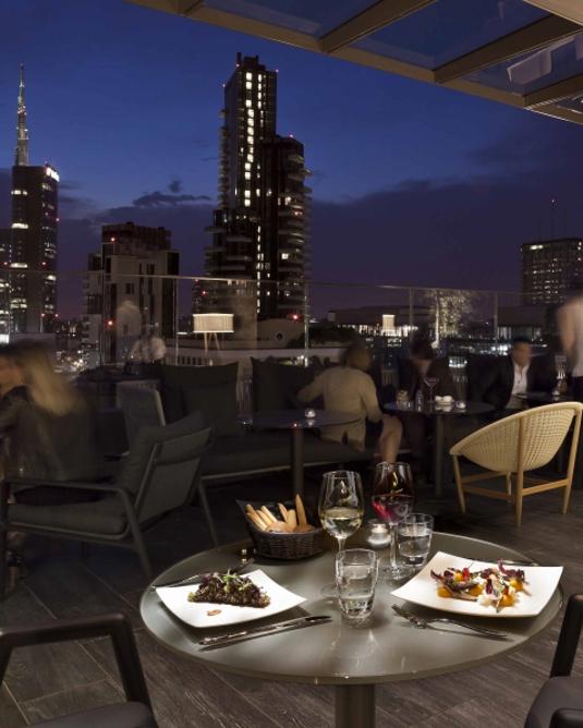 Aperitivo e cena al Rooftop Bar Me Melia